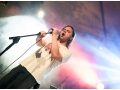 Kolejne zdjęcie z koncertu Nevypar Kovatjezd. Zbliżenie na śpiewającego wokalistę.