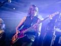 Koncert zespołu Plastic People Of The Universe. Na zdjęciu widzimy gitarzystkę zespołu.